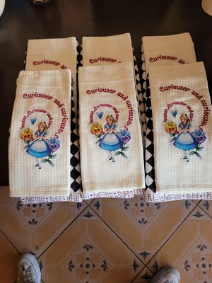 6...NICE ..NEW... DISNEY..ALICE IN WONDERLAND ..KITCHEN TOWELS for Sale in Long Beach, CA
