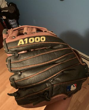 a1000 baseball glove for Sale in Freeport, NY