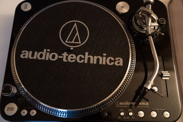 audio technica professional dj turntable black atlp1240 usb for sale in west covina ca offerup. Black Bedroom Furniture Sets. Home Design Ideas