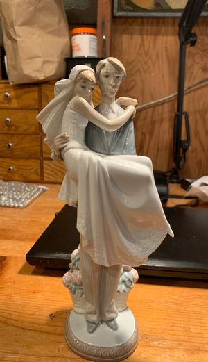 Lladro Bride & Groom Collector's Figurine for Sale in Gladstone, OR