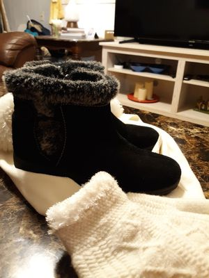 KHOMBU LADIES BOOTS for Sale in Portsmouth, VA