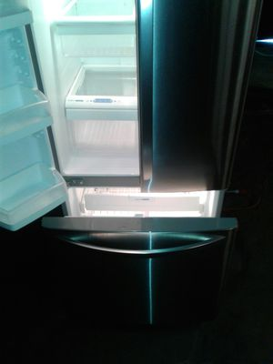 LG refrigerator two doors on the top does the refrigerator does the refrigerator the bottom one is the freezer for Sale in Boston, MA