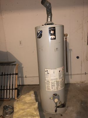 Water heater 40 gallon for Sale in Tacoma, WA