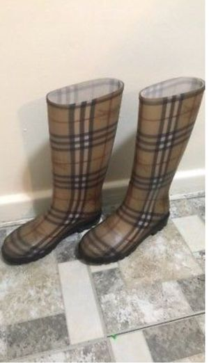 Burberry Nova Check Rain Boots Women's size 38 for Sale in West Palm Beach, FL