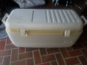 Igloo big cooler 2 way lid for Sale in Pomona, CA