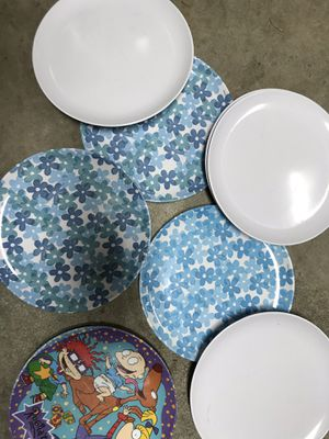 """Eight plastic plates, three blue and green flowers, four white, one Rugrats 8"""" diameter for Sale in Puyallup, WA"""