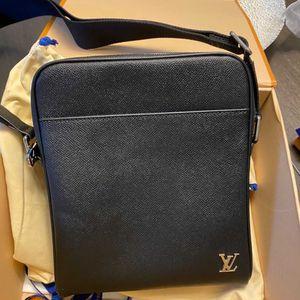 LV Messenger Bag MENS for Sale in Washington, DC