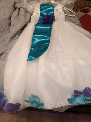 Flower girl dress size six for Sale in Orting, WA