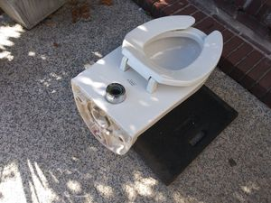 Commercial toilet with hardwares brand new CHEAP!!!!! for Sale in Clifton, NJ