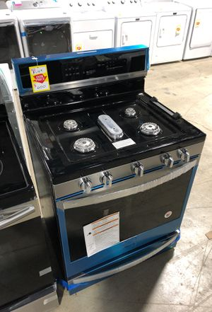 Whirlpool 30 in. 5.8 cu. ft. Smart Gas Freestanding Range in Fingerprint Resistant Stainless for Sale in Cleveland, OH