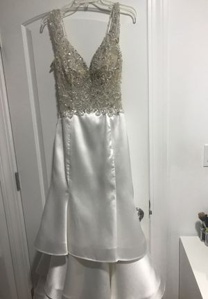 Wedding dress from Peaches boutique size 8 for Sale in Worth, IL