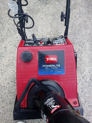 "Toro snow blower 98 cc engine 16"" width for Sale in Silver Spring, MD"