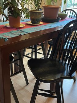 Bar Height Table And Chairs for Sale in Olympia,  WA