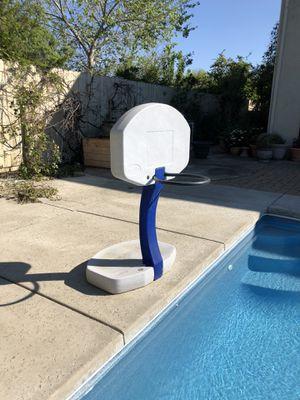 Swimming pool basketball hoop $35 for Sale in Davis, CA