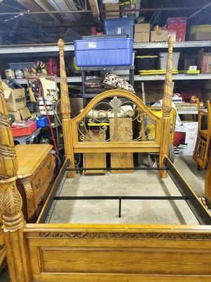 Queen bedroom set for Sale in Akron, OH