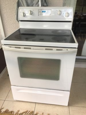 Whirlpool kitchen excellent condition for Sale in Naples, FL
