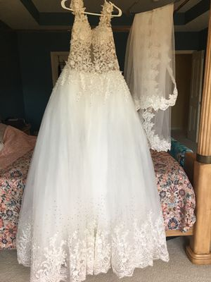 Wedding dress NEVER WORN for Sale in Raleigh, NC