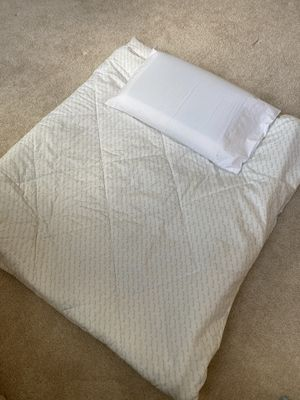 Quilt and pillow brand new for Sale in Ashburn, VA