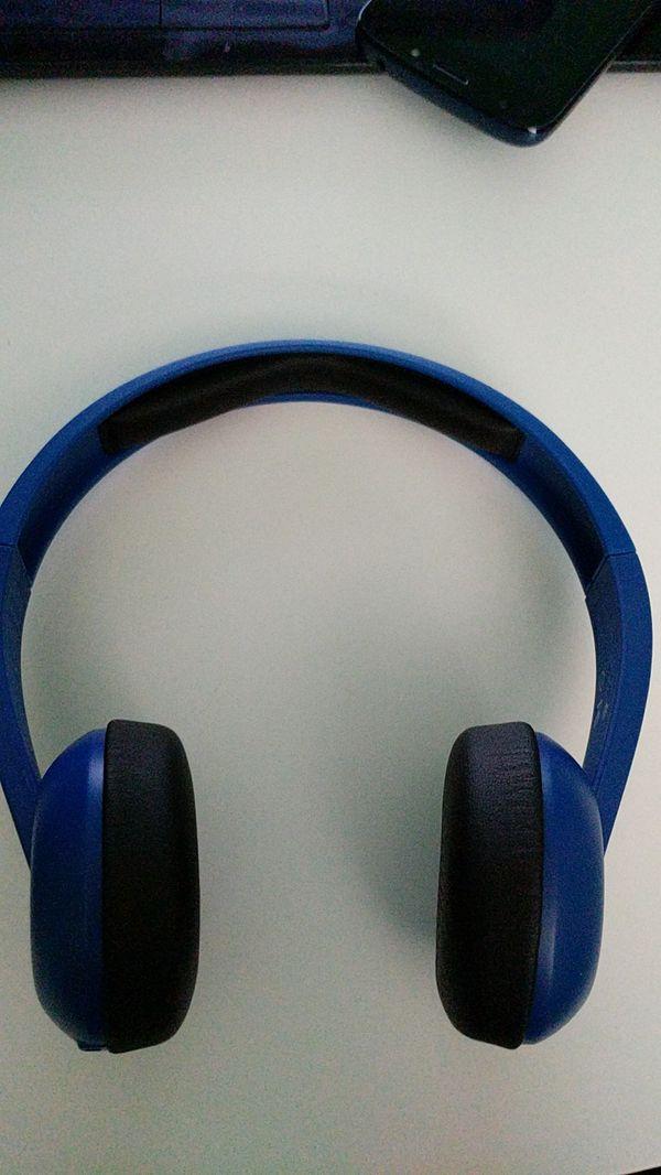 SkullCandy Uproar Bluetooth Headphones - Built in mic