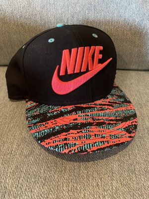 Nike True fit SnapBack pink & teal hat for Sale in Milton, WA