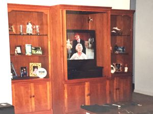 Beautiful Thomasville Entertainment Ctr & Bookshelves for Sale in Riverview, FL
