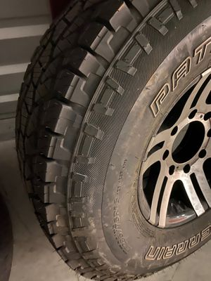 F250 or F350 8 lug wheel and like new tire LT 285/75 R16 $70 for Sale in Kennesaw, GA