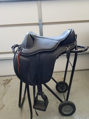 Barefoot treeless saddle. Size 2. As New for Sale in Payson, AZ