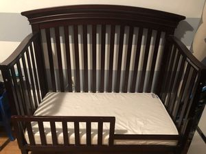 Convertible Crib with Mattress and Toddler Rail for Sale in The Bronx, NY