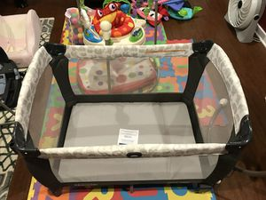 Graco play yard with newborn napper and changing table for Sale in Washington, DC