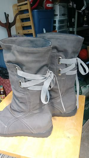 Girls gray boots size 4 like new for Sale in Eugene, OR