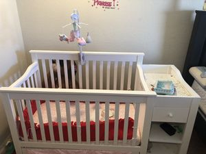 White wooden crib for Sale in Poinciana, FL