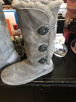 Uggs Tall grey bailey button for Sale in Vallejo, CA