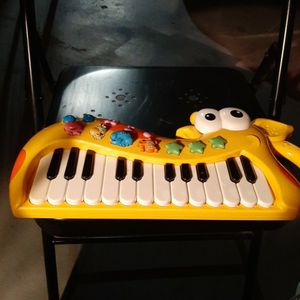 Childs Keyboard Needs Batteries. for Sale in Largo, FL