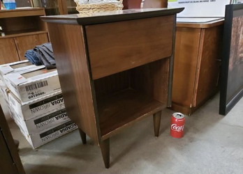 Small Mid-Century Nightstand - Delivery Available for Sale in Tacoma,  WA