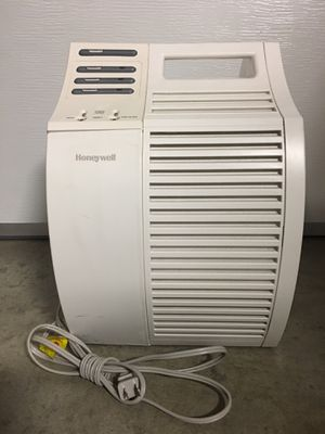 Honeywell portable true HEPA air purifier model 17000S for Sale in Whittier, CA