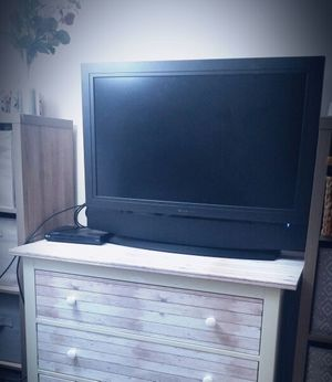 32 inch Olevia Flatscreen TV for Sale in Seattle, WA
