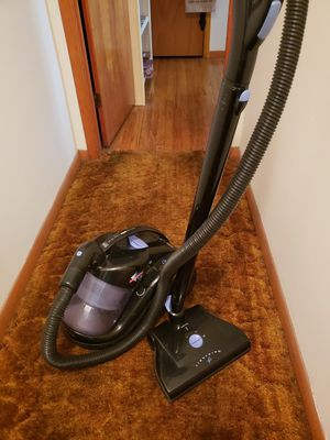 Iona Fantom Lightning Bagless Canister Vacuum Cleaner for Sale in Mattoon, IL