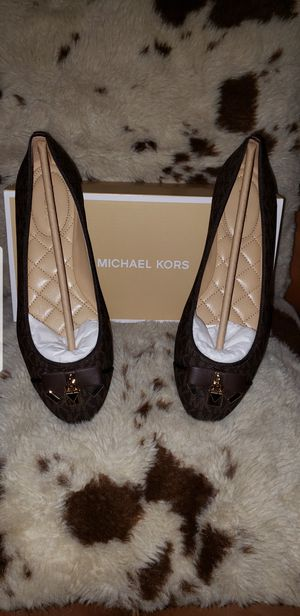 Size 8 Brand New Authentic Michael Kors Flats. Price is firm. for Sale in Las Vegas, NV