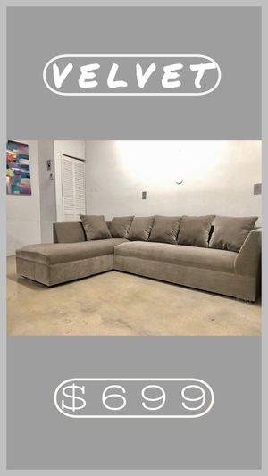 Modern velvet Sectional Sofa couch for Sale in Miami, FL