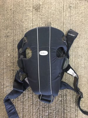 Baby Bjorn child carrier for Sale in Columbus, OH