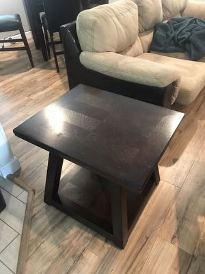 Cherry brown wood end table for Sale in Tampa, FL