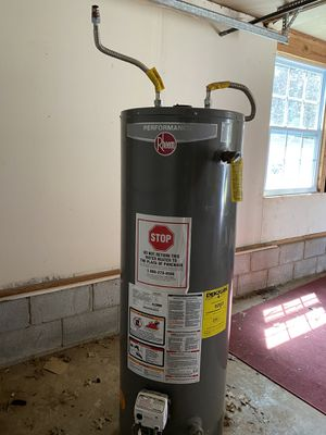Water heater, brand Rheem. Capacity 40 Gallons. For sale $500 or best offer. for Sale in Nashville, TN