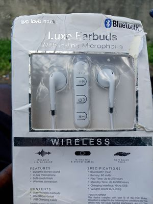 Luxe Earbuds /w microphone for Sale in Miami, FL