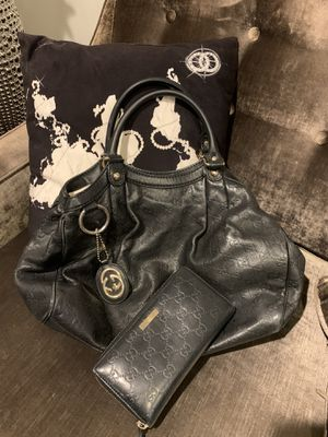Gucci handbag and matching wallet. Normal wear for Sale in Los Angeles, CA
