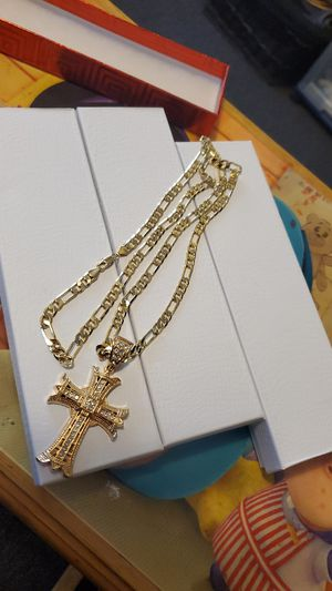 30 inch 14k Gold plated link chain and cross pendant for Sale in Los Angeles, CA