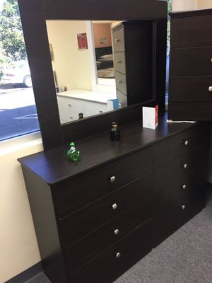 Compressed Wood Dresser and mirror for Sale in Los Alamitos, CA