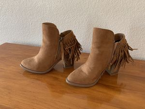 CHARLOTTE RUSSE FRINGE BOOTS WOMAN'S SIZE 7 (actually fits more like a 7 1/2) for Sale in Banning, CA
