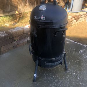Charcoal Smoker Great Condition Used It Twice for Sale in Hesperia, CA
