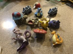 10 Pokemon Burger King 1999 toys with one launcher for Sale in Oregon City, OR