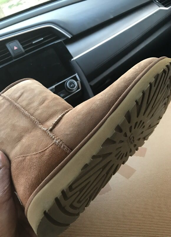 Size 11 women's uggs